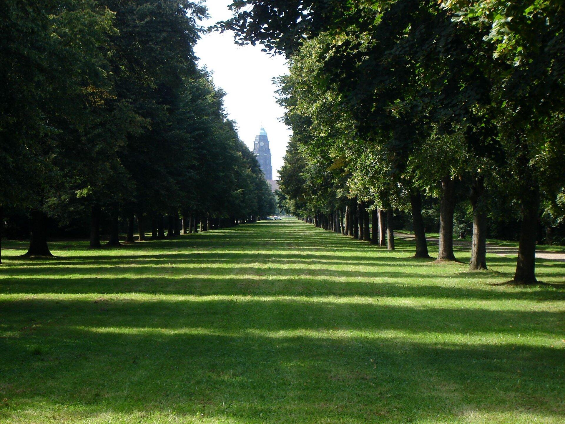 Dresden Grosser Garten Park - Zoo and Batanical Garden Farbe