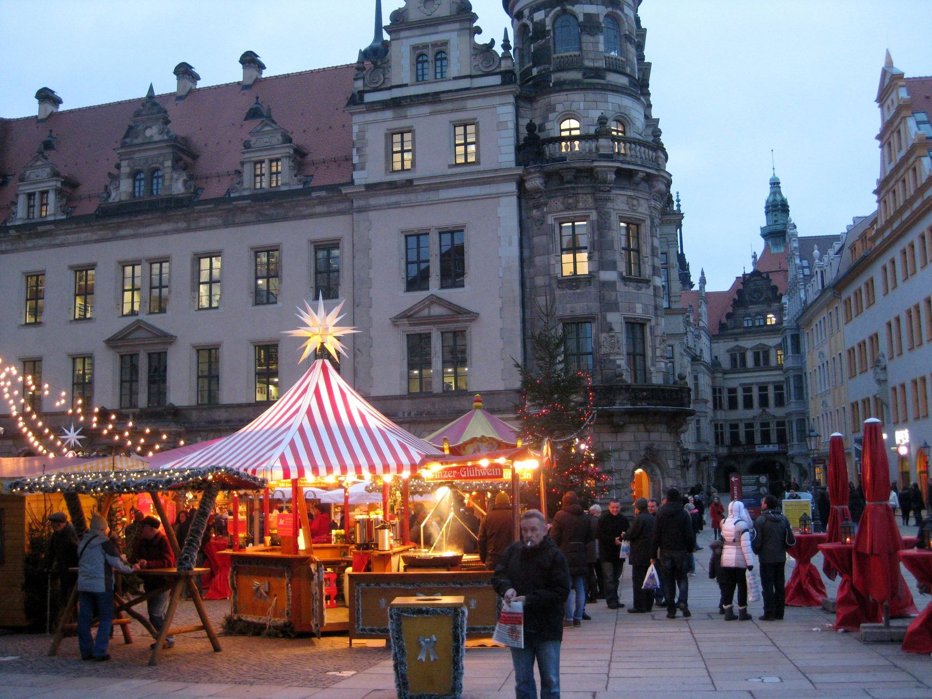 weihnachtsmarkt dresden strietzelmarkt im advent. Black Bedroom Furniture Sets. Home Design Ideas